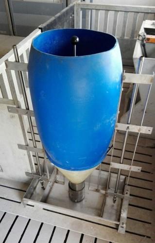 Tolva ES171 Esgleyes Capacitat: 100 kgs. pinso granulat.
